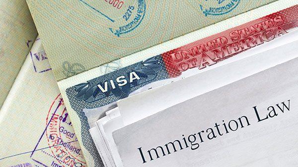 Las estafas más comunes de migración y cómo evitarlas