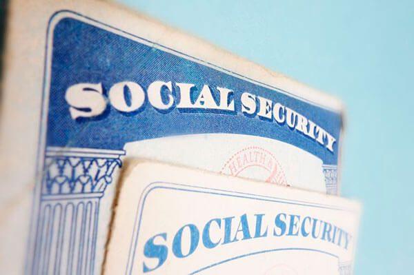Nuevo Formulario de USCIS Agiliza el Proceso para Obtener un Documento de Autorización de Empleo y un Número de Seguro Social Simultáneamente