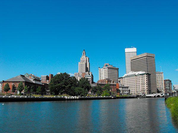 Rhode Island pagará la cuota de renovación de DACA a unos 350 dreamers