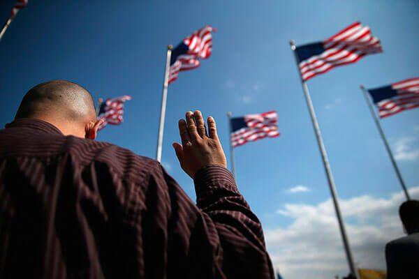 ¿Cómo obtener la ciudadanía por naturalización en Estados Unidos?