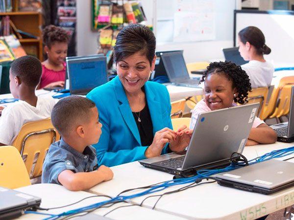 Hija de salvadoreños hace historia en Virginia al ganar cargo político local