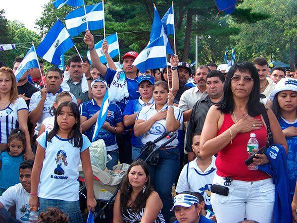 Consulados ofrecen ayuda a salvadoreños para renovar TPS y evaluar sus opciones legales