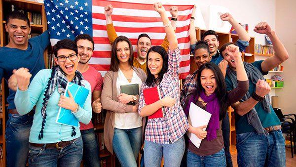 Conoce las universidades que están dando becas a latinos