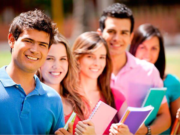 Hispanos, éstas son sus mejores opciones para continuar sus estudios