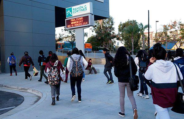 Migrantes estarían protegidos dentro de escuelas y cortes en California
