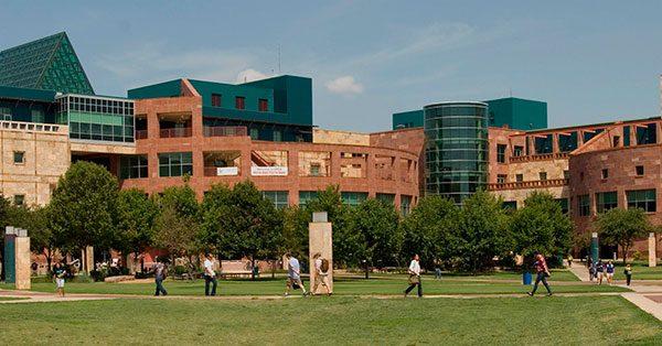 """Universidad de Texas en San Antonio abre centro de apoyo para los """" Dreamers"""""""