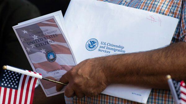 """Ya puedes saber qué tiempo tardarán tus trámites de ciudadanía y """"green card"""""""