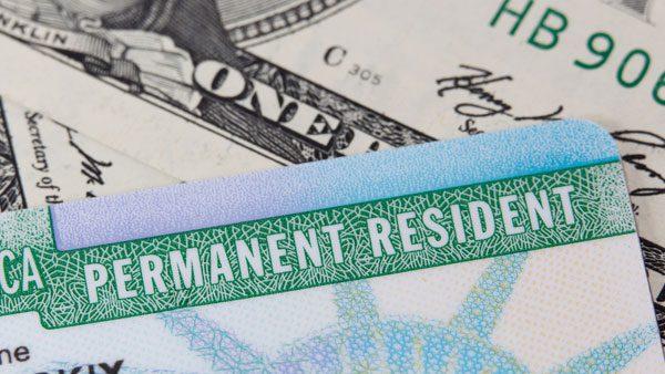 """Conoce las condiciones para obtener tu residencia permanente o """"green card"""""""
