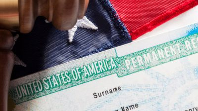 "USCIS informa sobre error en fecha de recientes ""green cards"""