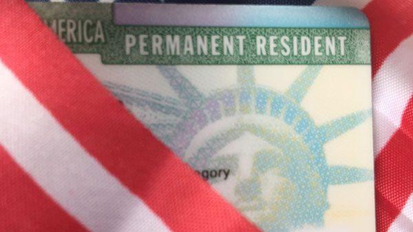 """A los inmigrantes casados con """"green card"""" se les amplía su periodo de estancia"""