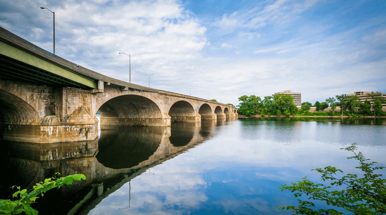 Connecticut comenzó a otorgar licencias de manejo a los indocumentados a partir de enero del 2015.