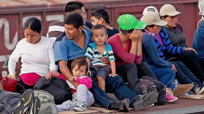 """Familias migrantes ya no serán separadas; permanece """"Tolerancia Cero"""""""