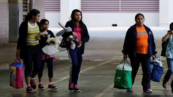 Migrantes detenidos en California podrán comunicarse con sus abogados