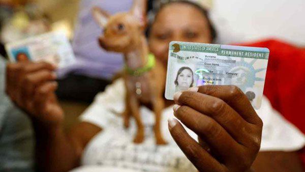 """USCIS reporta retraso en el trámite de """"green card"""" para el estado de California"""