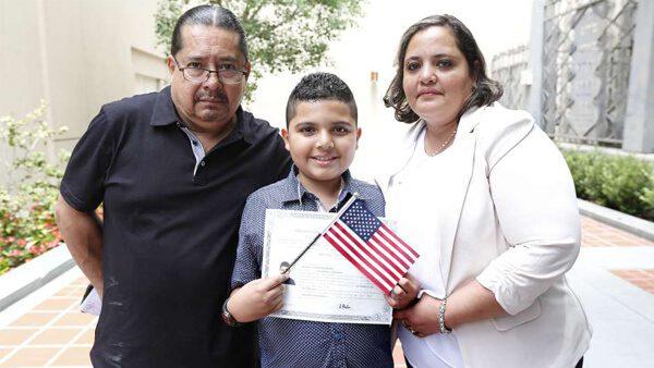 Entérate cómo tu hijo puede recibir su ciudadanía estadounidense