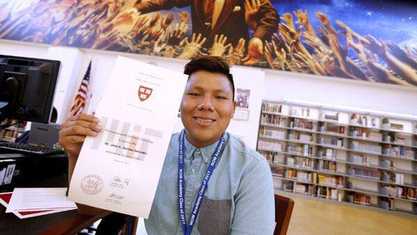 Hijo de inmigrantes con muchas carencias es aceptado en las mejores universidades de EUA