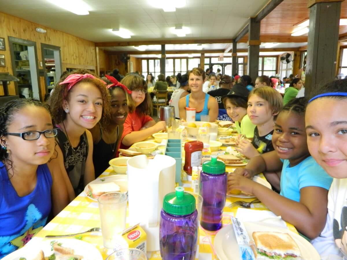Conoce el programa de apoyo alimenticio para niños de bajos recursos en EUA