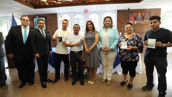 Guatemaltecos en Estados Unidos ya podrán recibir su pasaporte en los consulados el mismo día de su solicitud