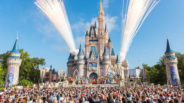 Latinos que trabajen en Disney pueden beneficiarse del proyecto educativo para sus empleados