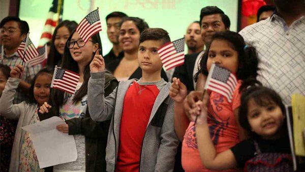Conoce las organizaciones que reciben recursos del gobierno americano para convertirte en ciudadano