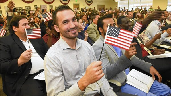 ¡Ciudadanízate! ¿Por qué es conveniente que adquieras tu ciudadanía americana?