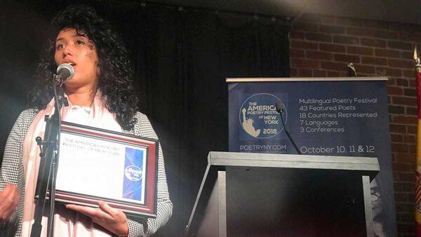 Mexicana beneficiaria de DACA es premiada como Poeta del Año