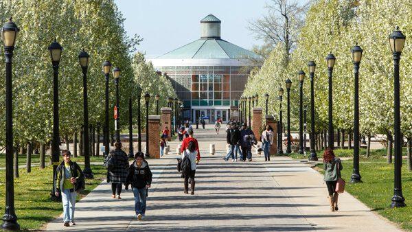 Conoce el programa de la Universidad de la Ciudad de Nueva York (CUNY) que ofrece ayuda financiera para terminar tus estudios