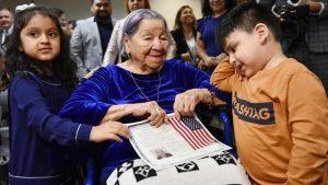 María de 106 años de edad consiguió la ciudadanía estadounidense