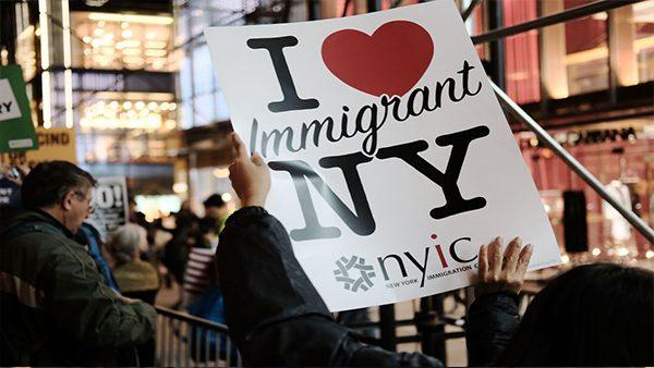 NY anuncia ayuda para proteger inmigrantes