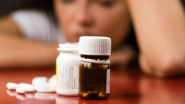 ¿Un efecto secundario de los medicamentos es la depresión