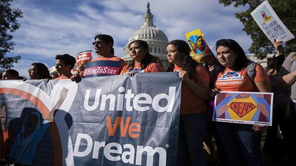 """2.5 millones de inmigrantes serían beneficiados con el proyecto """"Dream and Promise Act"""""""