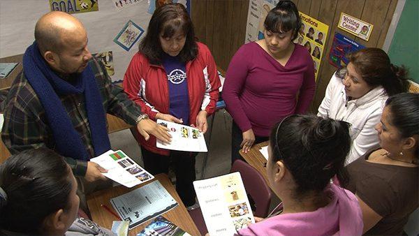 Acceso Latino te dice donde tomar clases gratis para obtener la ciudadanía