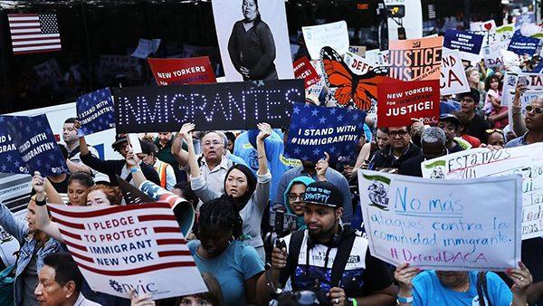Ciudadanía a inmigrantes avanza en el Congreso