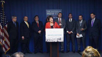 Grupos proinmigrantes rechazan reforma del presidente
