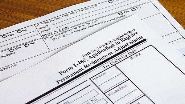 Con estos consejos llena los formularios de inmigración