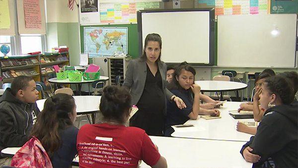 Profesora latina gana premio en NY