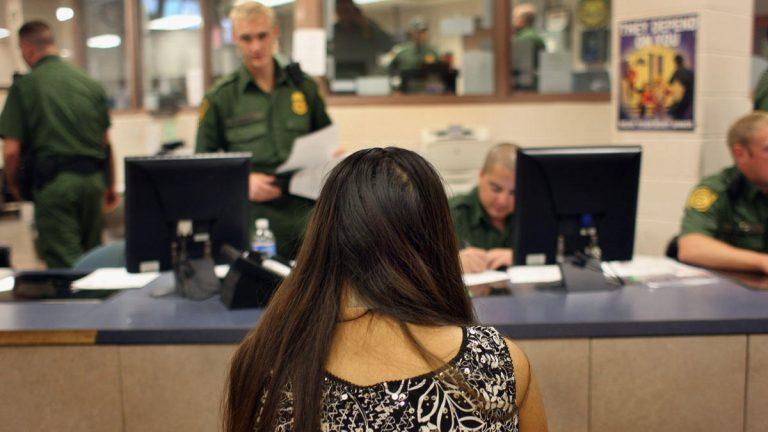¿Cómo sé si tengo una orden de deportación?