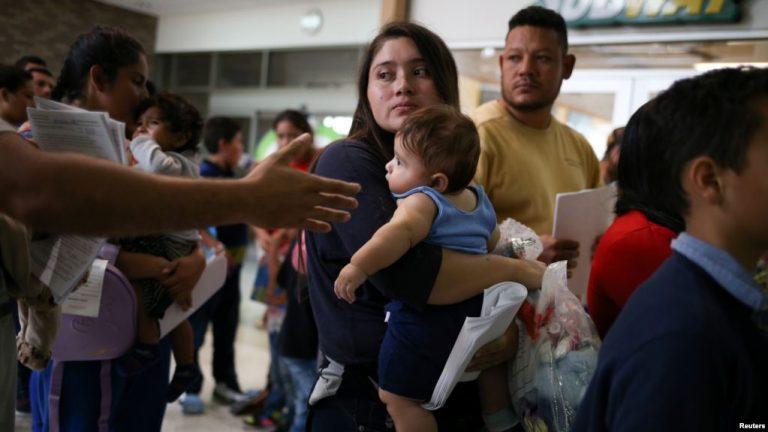 Activistas y organizaciones se unen para ayudar a inmigrantes