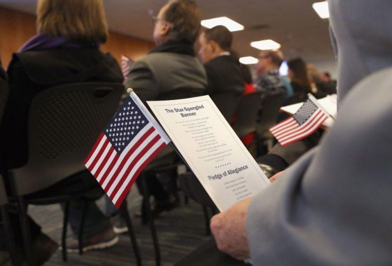 Estas son las 9 claves que necesitas para poder naturalizarte amigo inmigrante