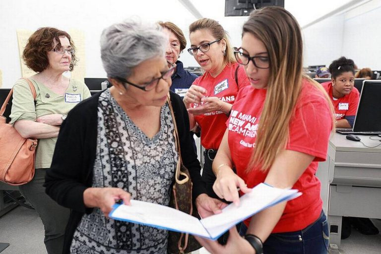 Organizaciones ayudan a inmigrantes en las deportaciones y otros asuntos