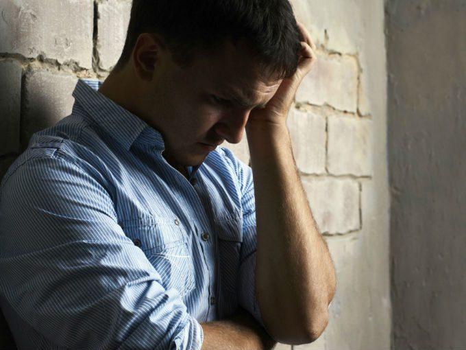 Causas más comunes que deprimen a los hombres
