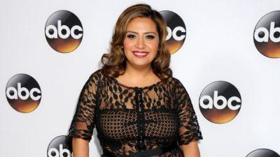 Comediante mexicoamericana rompe estereotipos y triunfa en EE.UU.