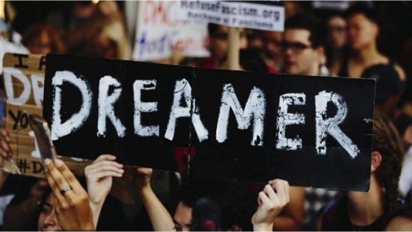 Fiscal de Los Ángeles defiende a dreamers