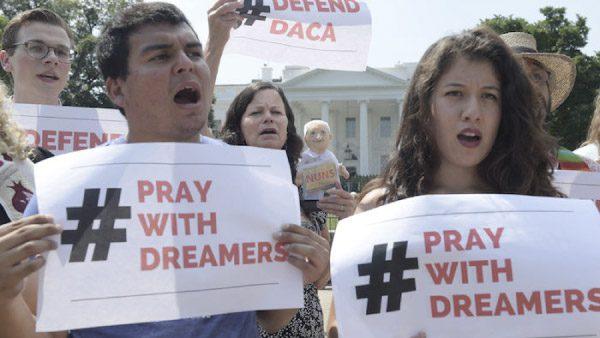 Gobierno mexicano pagará renovación de DACA a dreamers
