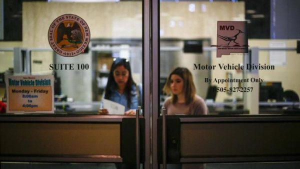Nuevo México dará licencias estándar a inmigrantes