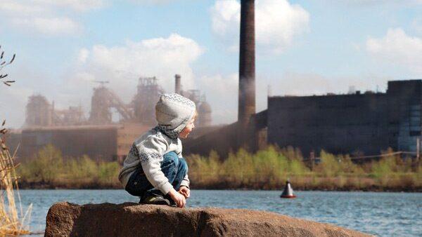 Cuida a tus hijos de los peligros ambientales