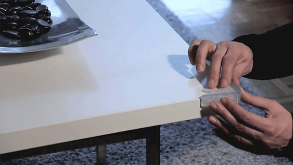 Consejos para evitar los molestos golpes con los muebles de casa