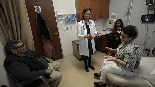 Indocumentados de la tercera edad tendrán cobertura médica en California