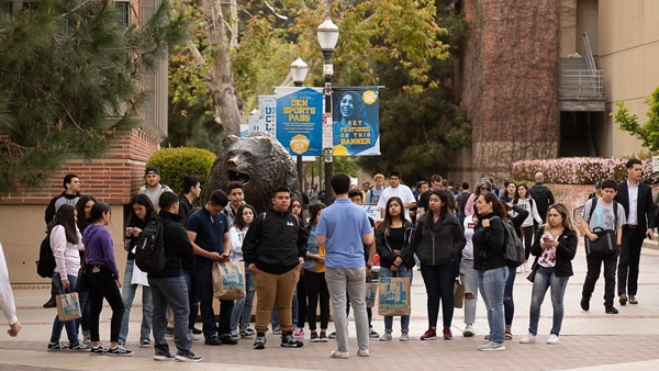 UCLA crea un centro de defensa migratoria