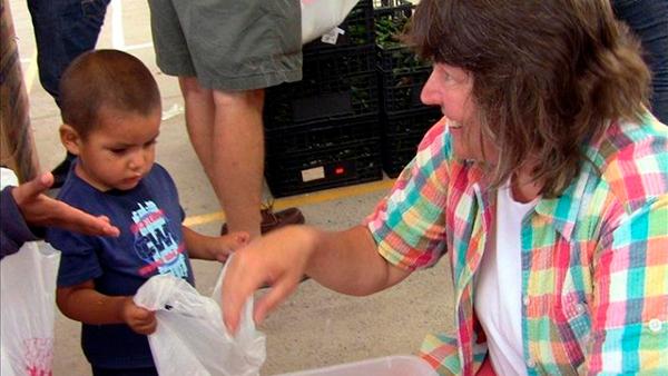 Gobierno californiano llama a voluntarios para ayudar a inmigrantes